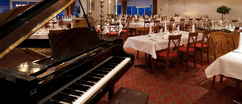 Switzerland_Grindelwald_Hotel_Sunstar_Alpine_dining_room.jpg